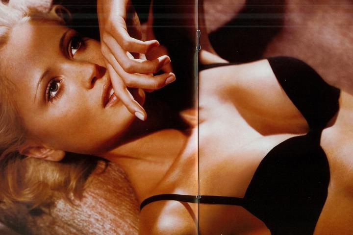 yfke sturm la perla lingerie model